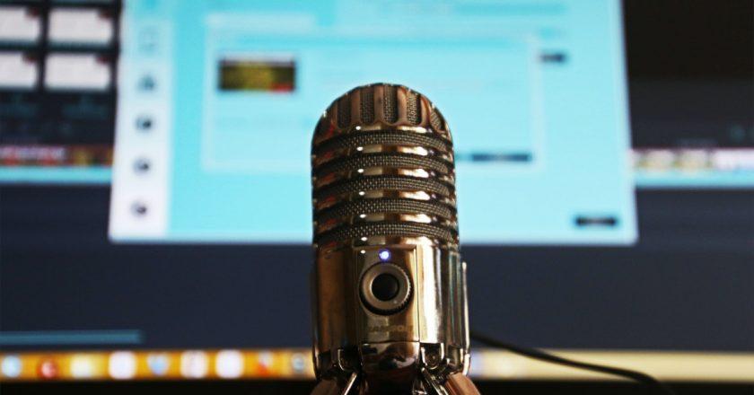 Podcasty zdobywają internet. Skąd bierze się ich popularność?